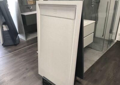Piatto doccia in resina su misura: un'ottima scelta per il tuo bagno